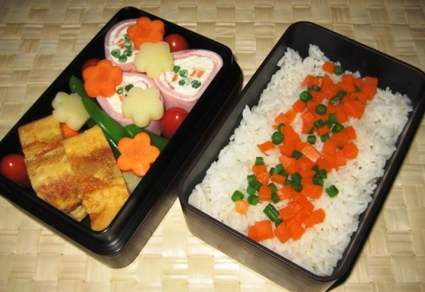 Bento mit Schinkenröllchen und Tamago-yaki