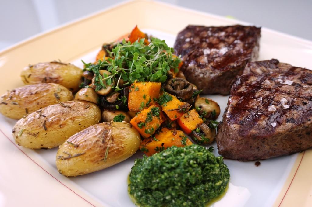 Steaks mit Kürbis und Kartoffeln