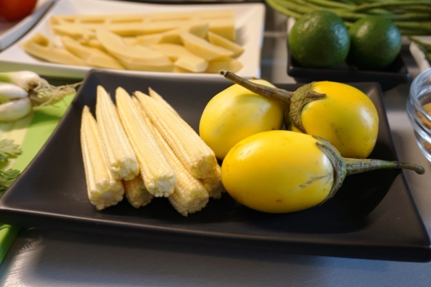 Yellow egg plant Eierauberginen