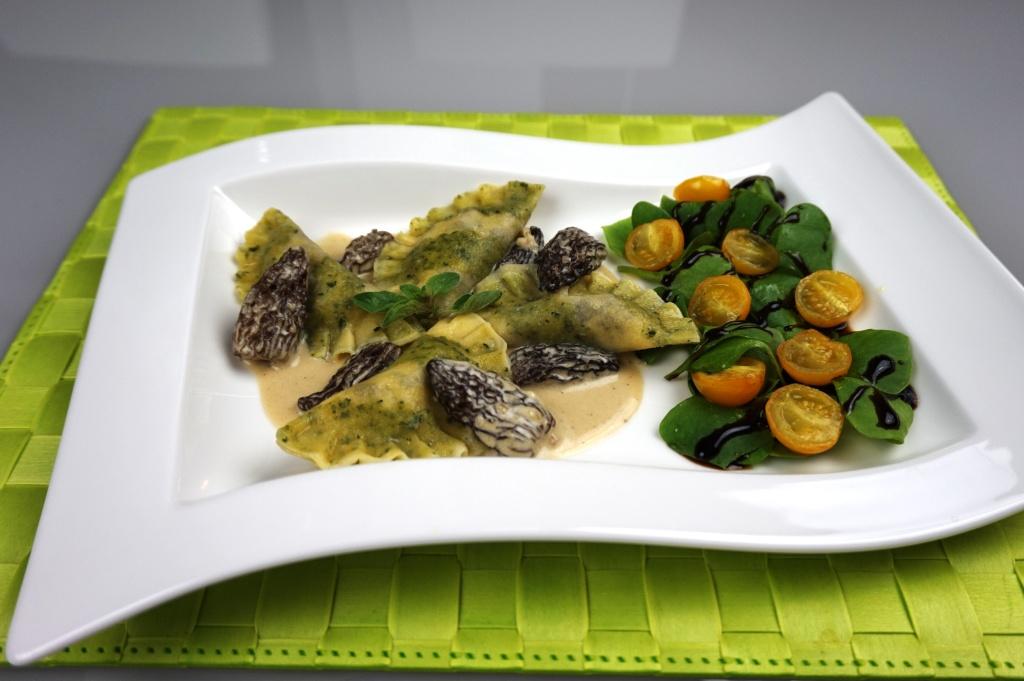 Ravioli Kräuterstreifen Salat