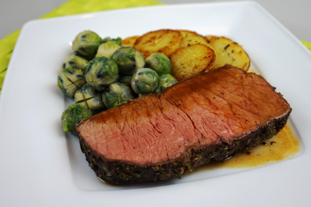 Roastbeef, brussel sprouts and roasted potato