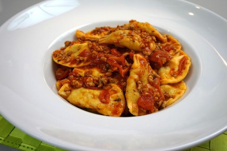 Ravioli in Tomatensoße
