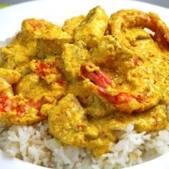 Gelbes Curry mit Garnelen