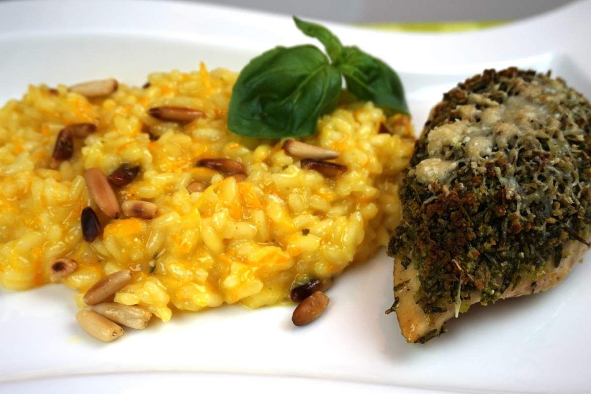 Orangen-Risotto mit Pinienkernen/ Risotto with orange and pine seeds