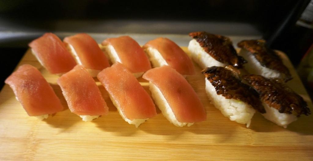 Nigiri-Zushi Thunfisch und Aal