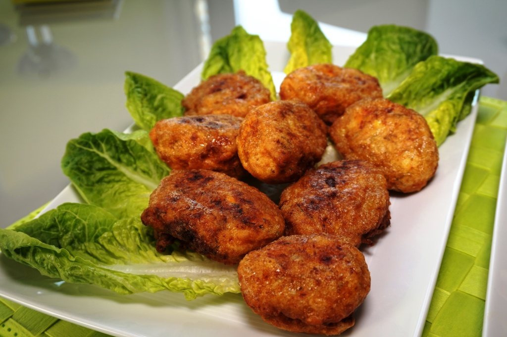 Fried fish meatballs
