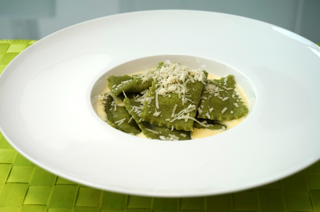 Ravioli with spinach and ricottta