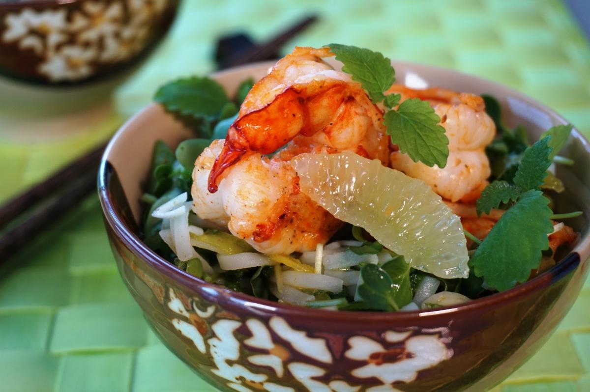 """""""Grüner"""" Reisnudelsalat mit Garnelen / """"Green"""" Rice noodle salad with Prawns"""