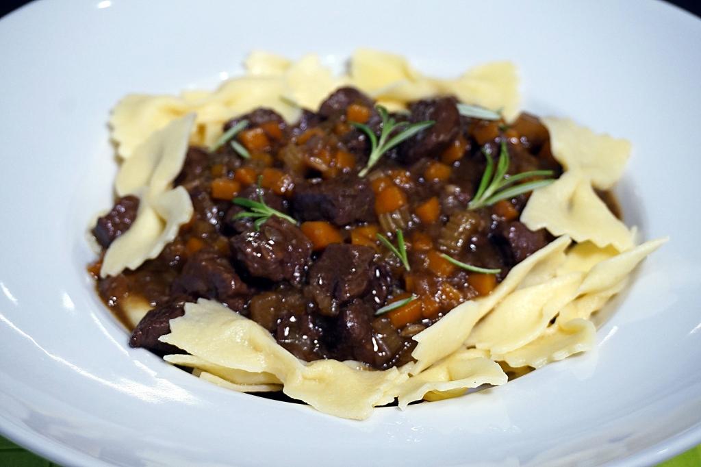 Rindfleischsugo zu Pasta