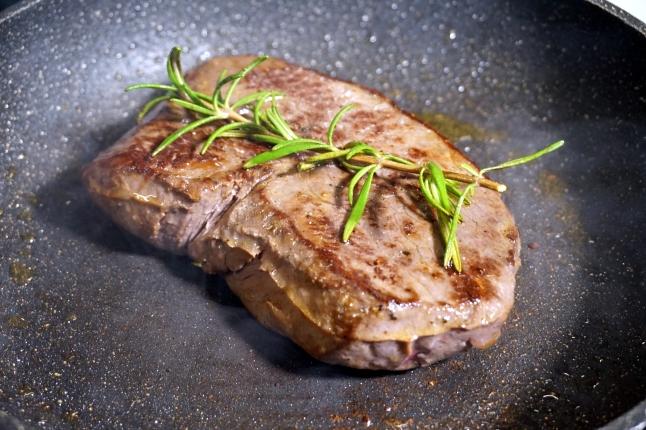 Steak Sous Vide in Pfanne